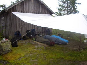 ...the real Norwegian man doesn't need a tent;-)...