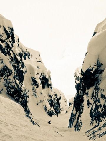Michi skiing the colouir...