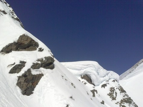 huge snow cornice... If u look exactly you find Steph & Paul standing on the cornice...