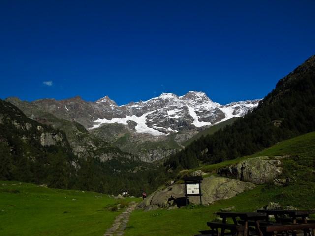 Signalkuppe/Punta Gnifetti unglaublich aber wahr, hier oben steht die Margheritahütte, mit 4554 Metern das höchste Gebäude Europas.