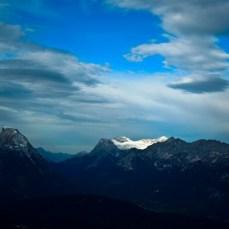 Hohe Munde links, Zugspitze (Schnee) rechts