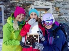 Tine, Eva und Mel beim Verköstigen der Zanier Pralinen...