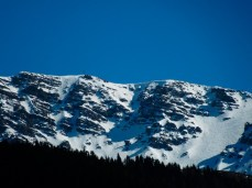 Im Bild links meine Rinne. Durchgängige Line direkt vom Gipfelkreuz. Ganz für mich allein. Keine Spuren...