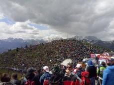 Massen an Zuschauern bei der Bergankunft des Giro d'Italia