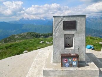 Slowenisch-italienisches Gipfelkreuz...
